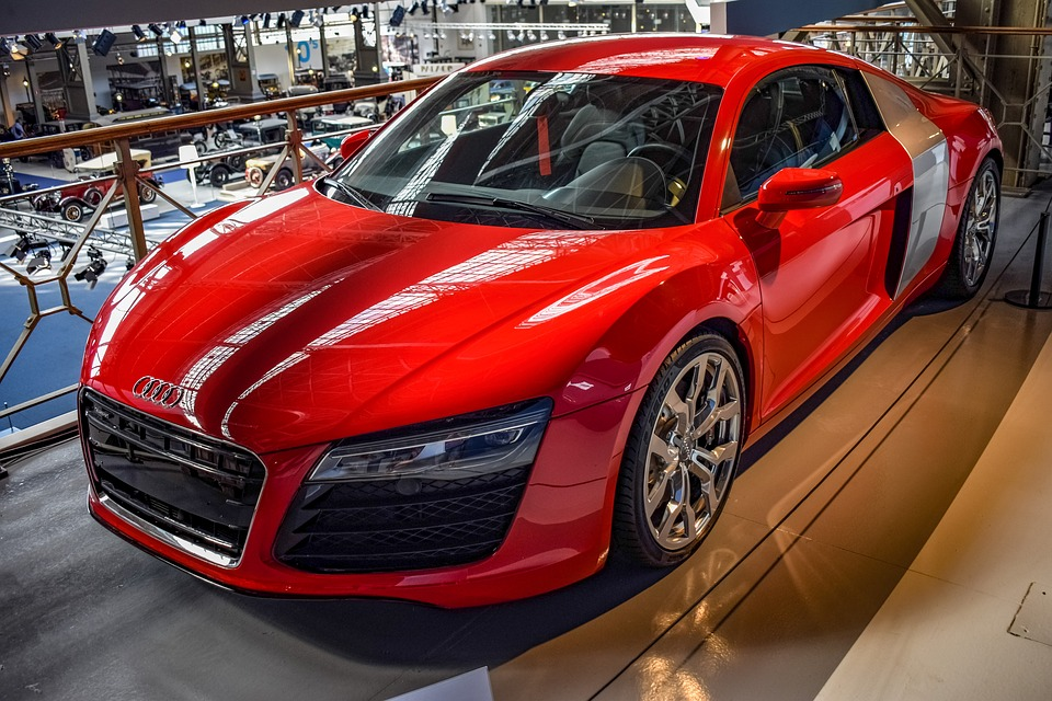 赤い輸入車